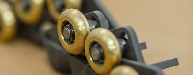 Роликовый механизм дверцы топок ASTOV