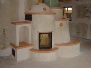 Камин печь с полукруглым теплонакопительным элементом от Альмод