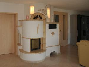 Изразцовый камин с системой дополнительных дымоходов от Альмод