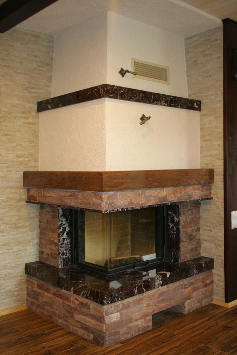 Камин в стиле Кантри деревянной балкой от Альмод