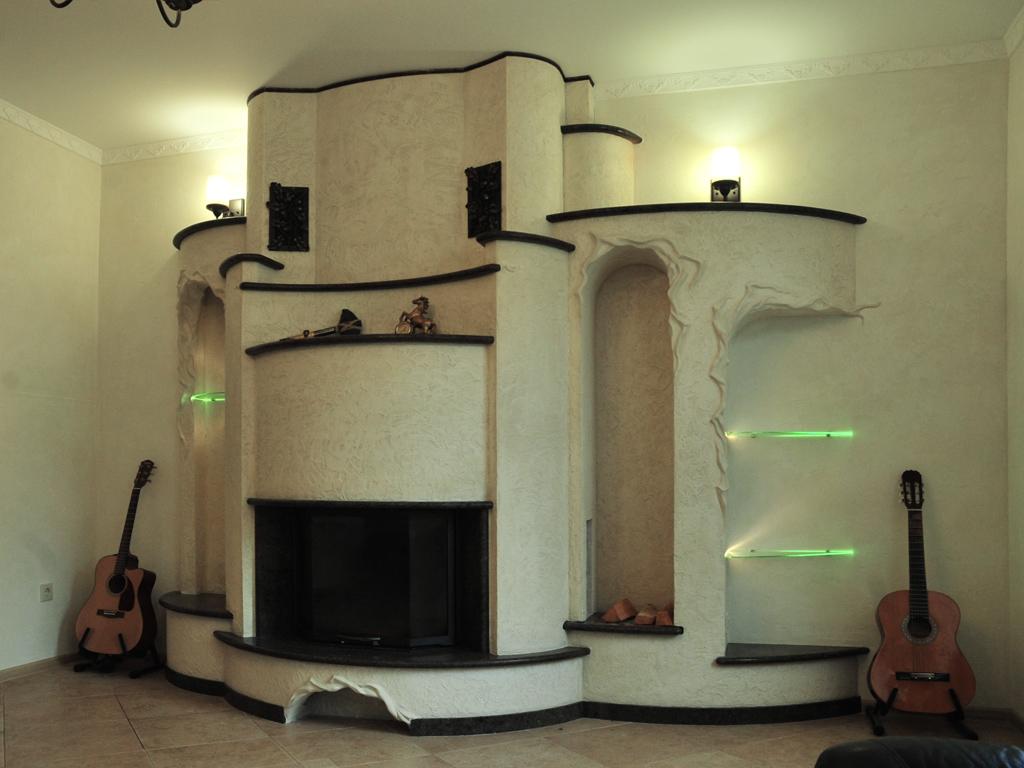 Эксклюзивный камин с лекальными формами облицовки от Альмод