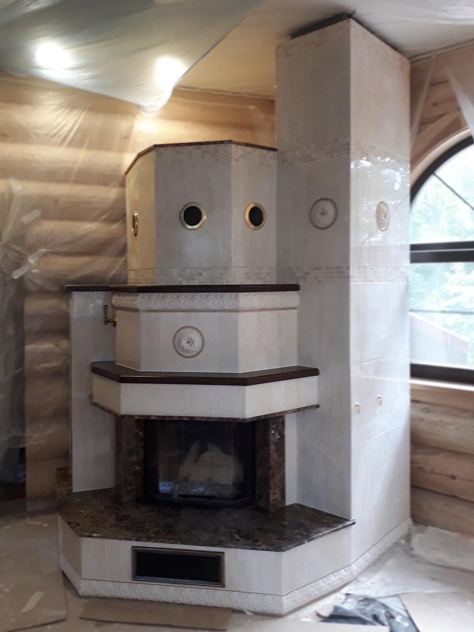 Угловой камин с облицовкой плиткой от Almod